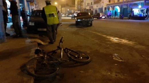 بسبب العربدة والسكر العلني، خطاف يعطب دراجا ويصطدم بسيارة بداخلها سيدة باورير (الصور)