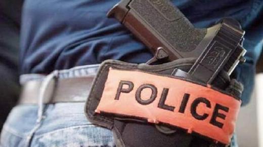 موظف شرطة يضطر لإشهار سلاحه الوظيفي دون استخدامه لتوقيف شخص عرض حياة المواطنين وعناصر الشرطة للتهديد
