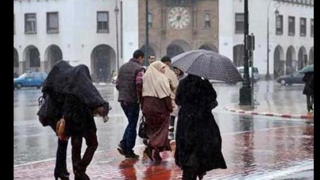 أمطار رعدية قوية اليوم الخميس وغدا الجمعة بعدد من أقاليم المملكة