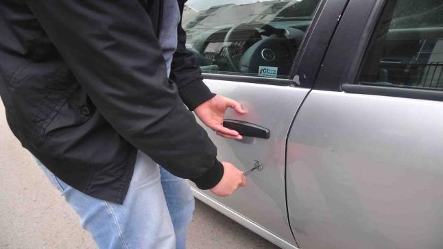 عصابة سرقة سيارات ( فياط ) تجدد نشاطها الإجرامي بسرقة سيارة جديدة بحي سيدي يوسف أكادير