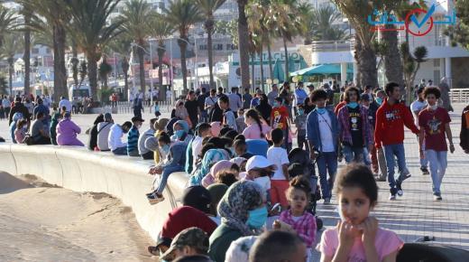 بعد ثلاثة أشهر من الحجر .. سكان أكادير يتوافدون على الكورنيش