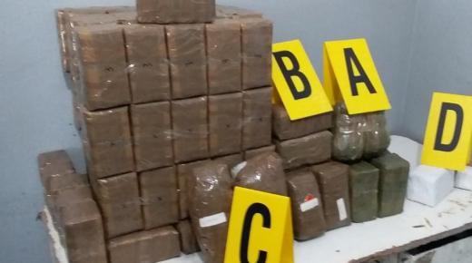 توقيف ثلاثة أشخاص للاشتباه في تورطهم في قضية تتعلق بحيازة وترويج المخدرات