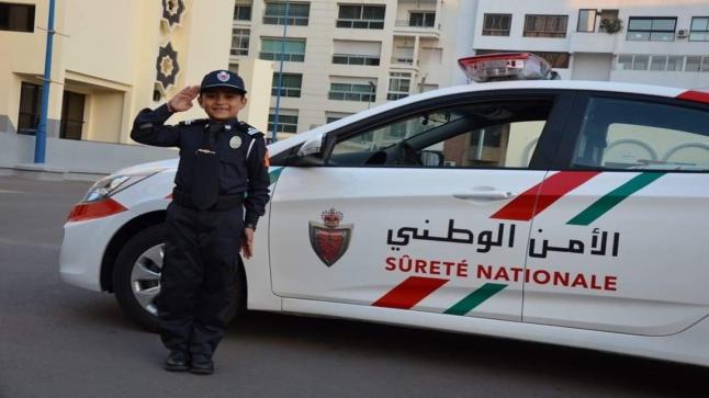 """بعدما كان حديث مواقع التواصل الإجتماعي، """"مديرية الحموشي"""" تستقبل أصغر شرطي في المغرب.. وتهديه """"بذلة رسمية""""-صور"""