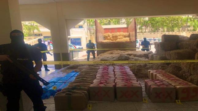 حجز طنين من المخدرات على متن شاحنة لنقل البضائع بضواحي قرية بامحمد