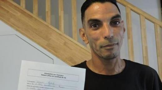 توصل بشهادة الوفاة وهو على قيد الحياة.. قصة مهاجر مغربي في معركة إثبات الحياة لدى فرنسا