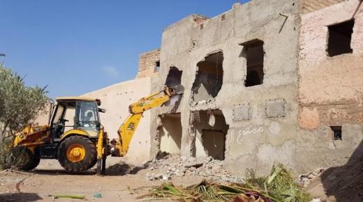 سلطات مراكش تهدم المنزل الذي شيد في مقطع بسور تاريخي