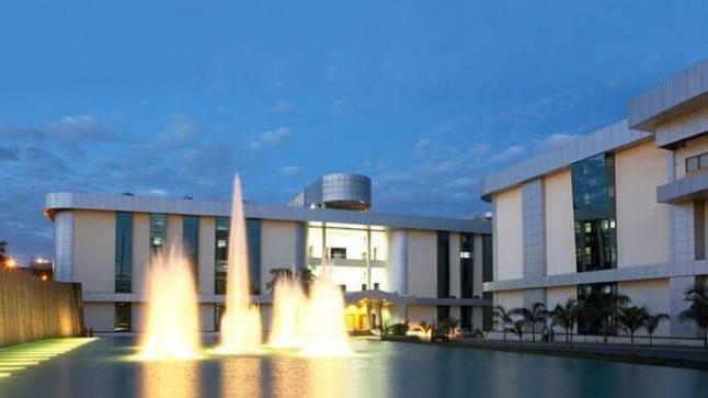 داخل معهد الأمصال في الهند.. أكبر مصنع لقاحات في العالم