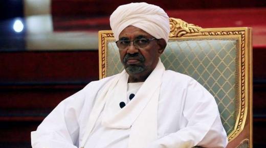 بعد اطاحته بالبشير.. الجيش السوداني يعلن تعطيل الدستور وحل المؤسسات