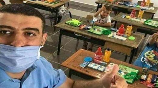 هشام أستاذ إستقبل تلاميذه بالمعقمات والهدايا