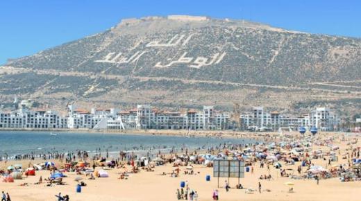 المغاربة يحتلون صدارة السياح الوافدين على أكادير والفرنسيون في الوصافة