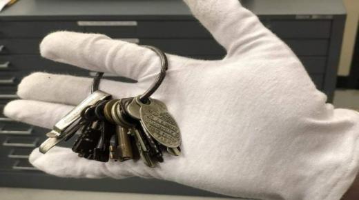 تغيير 600 مفتاح بسجن بسبب رسالة «واتساب»!