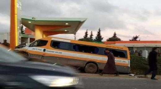 إصابة 17 تلميذا في حادث إنقلاب سيارة نقل مدرسي.