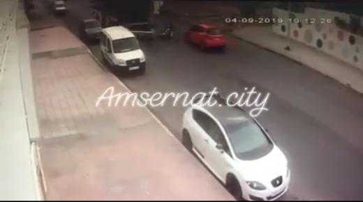 حادثة سير خطيرة بحي أمسرنات بين حافلة النقل ألزا ودراجة نارية