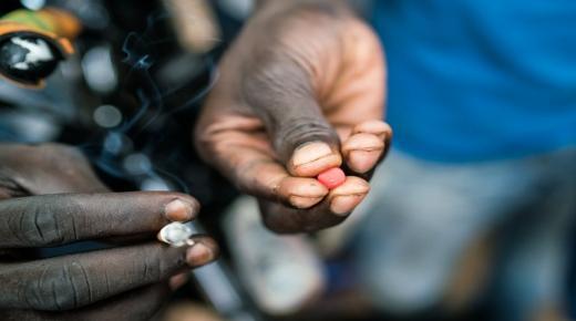 أكادير : توقيف مهاجر افريقي يتاجر في المخدرات