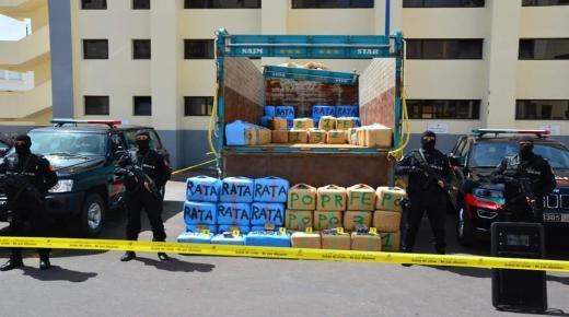توقيف شخصين بعد حجز 3 أطنان ونصف من مخدر الشيرا على متن شاحنة لنقل البضائع بالدارالبيضاء