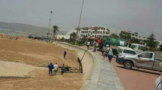 تدخلات ميدانية لمعالجة الوضع البيئي بشاطىء أكادير