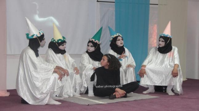 بالفيديو : تتويج فرقة مسرحية لتلاميذ مؤسسة تعليمية في بيوكرى