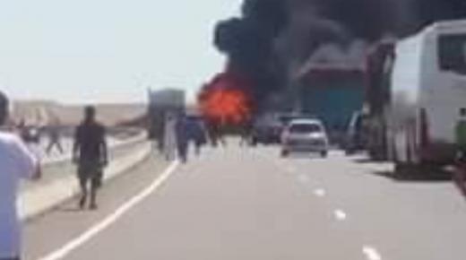 نجاة سائق ومساعده بأعجوبة من حريق شاحنة بالطريق السيار أكادير مراكش