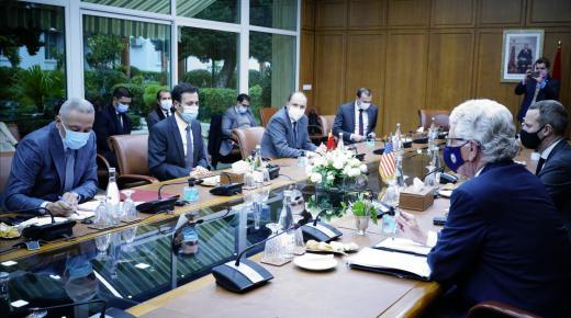 أعضاء من الحكومة يعقدون لقاءً مع السفير الأمريكي ورئيس مؤسسة حكومية أمريكية