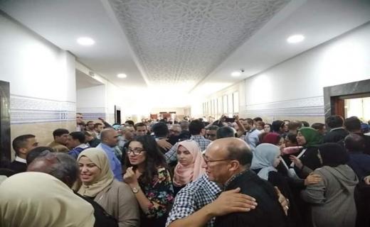 حوالي 150 محاميا حضروا أمام وكيل الملك لمآزرة موظفي محكمة أكادير.