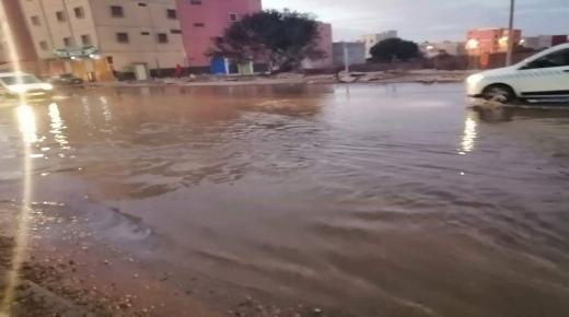انفجار انبوب ماء وعدم تدخل المصالح المختصة يؤرق ساكنة الحاج الطيب القليعة