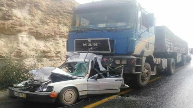 شاحنة تسحق سيارة بوادي مي فاطمة في طانطان
