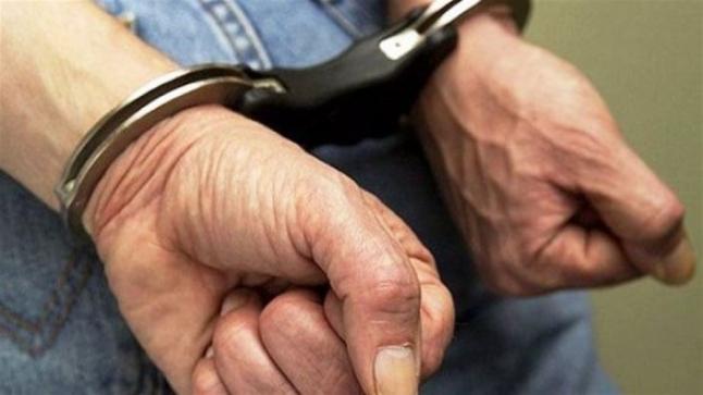 اعتقال تاجر مخدرات بعد مداهمة منزله بحي الشراردة أولاد تايمة