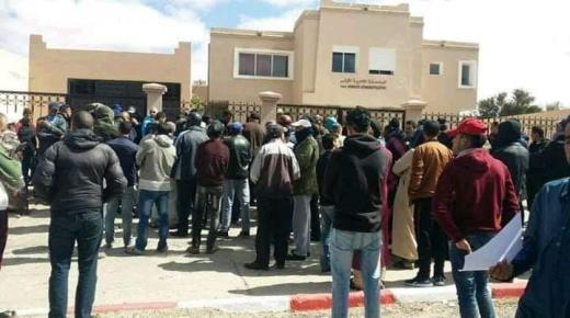 إنخراط السلطات في توزيع رخص التنقل بمدينة تزنيت