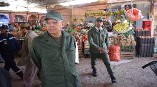 """العامل """" أمزال """" يتفقد أسواق مدينة تارودانت"""