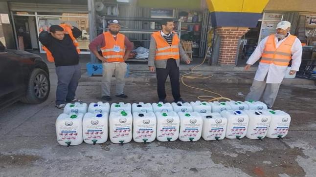 """تجار ومهنيون يوزعون """" مواد للنظافة """" في سيدي بيبي"""