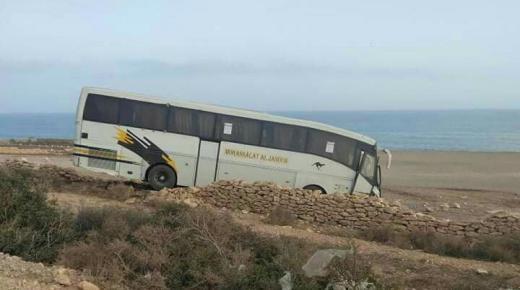 انحراف حافلة للركاب تخلف خسائر نواحي التامري