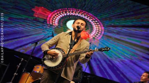 تجاوب جماهيري كبير مع العربي امغران بمهرجان تيفاوين في تافراوت