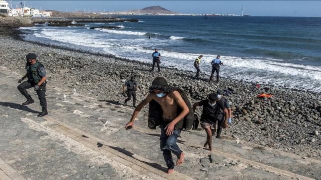 نحو 2700 مهاجر يصلون سبتة المحتلة خلال يوم واحد في رقم قياسي
