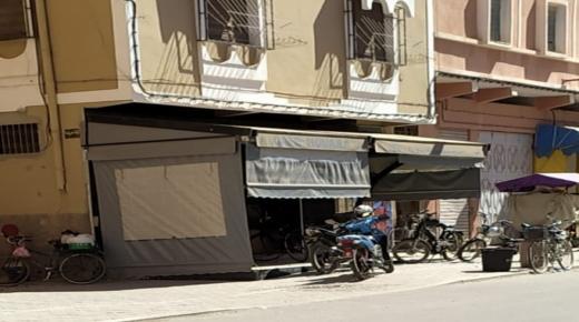 """مقهى للقمار و""""التيرسي"""" يثير غضب ساكنة حي الشراردة أولاد تايمة"""