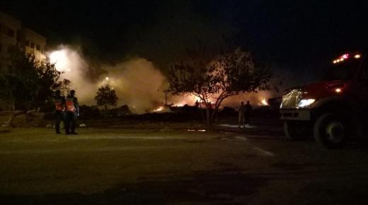 اندلاع حريق كبير بمحلات للمتلاشيات بحي التشارك بالبيضاء – صور وفيديوهات