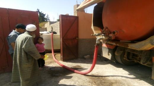 مسؤولون ينظمون قوافل لتوزيع المياه على مواطنين في غابات نفوذ إنزكان.