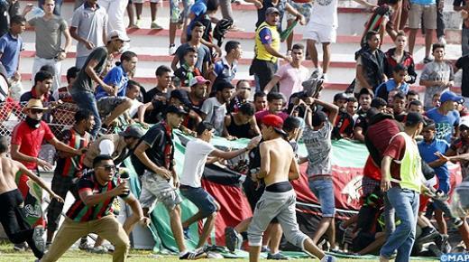 توقيف 19 شخصا ينتمون إلى فصيل مشجعي فريق لكرة القدم للاشتباه في تورطهم في ارتكاب أعمال شغب وتخريب