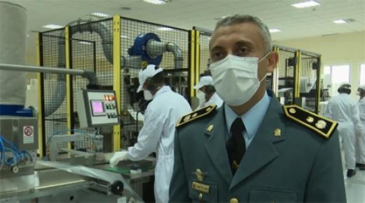 الوحدة الصناعية للدرك الملكي تنتج 17 مليون من الأقنعة الواقية منذ فبراير الماضي