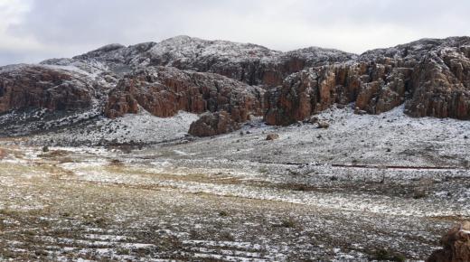 """فيديو : مناظر خلابة للثلوج بجبال """" تنالت """" بآشتوكة ايت باها"""