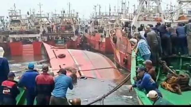 غرق مركب للصيد الساحلي بميناء مدينة أكادير