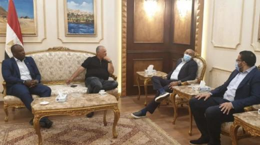 رئيس الكاف يصل إلى مصر استعدادا لاجتماع المكتب التنفيذي