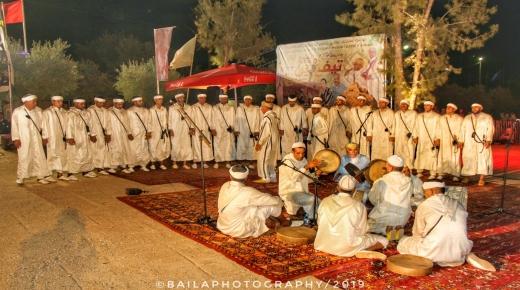 """بالفيديو على إيقاعات"""" أحواش"""".. انطلاق سهرات مهرجان تيفاوين لفنون القرية في دورته 14"""
