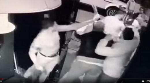 عاااااجل شخص يهاجم ملهى ليلي لتصفية حسابات في أكادير.