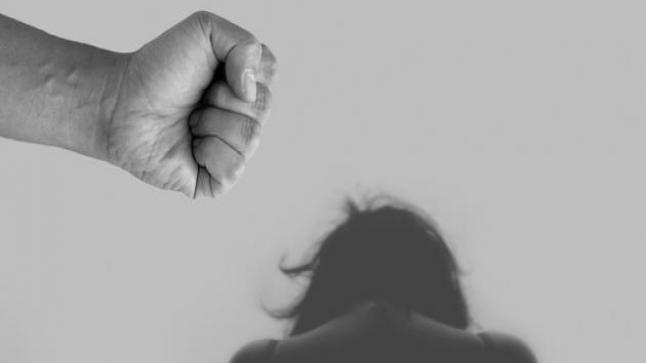 حقوقيات ينددن بمقتل سيدة ضحيةً للعنف الزوجي ويدعون لتعزيز حماية النساء