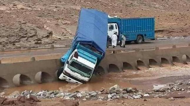 نزوح شاحنة تقل الإسمنت بوادي ضواحي تارودانت