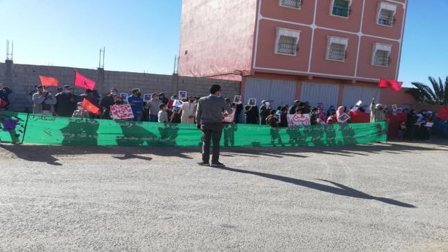 ساكنة دوار الزعزاع تماعيت جماعة الدراركة تندد وتشتكي الضرر ضد شركة سيكاترا