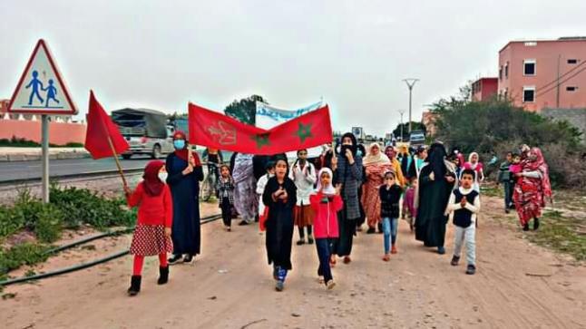 فتح طريق يخرج نسوة للاحتجاج باحشاش في سيدي بيبي