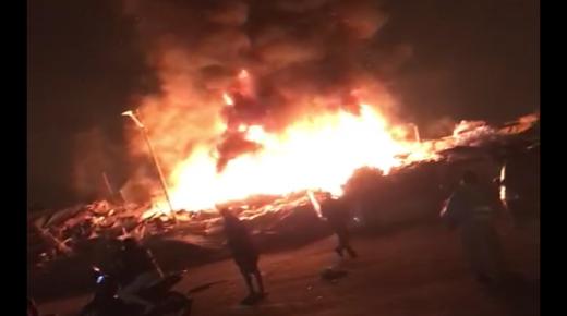 نيران تلتهم مساحة للمتلاشيات بسوق سيدي يوسف بأكادير (فيديوهات  )