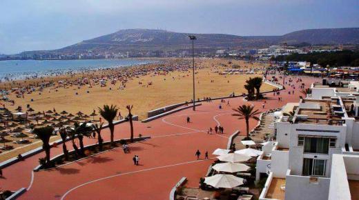 سلطات أكادير تقرر إعادة فتح الشواطئ مع اعتماد توقيت جديد للفتح والإغلاق