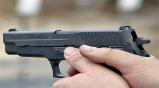 """مواطن يشهر """" مسدسا """" ويستنفر أمن تزنيت"""